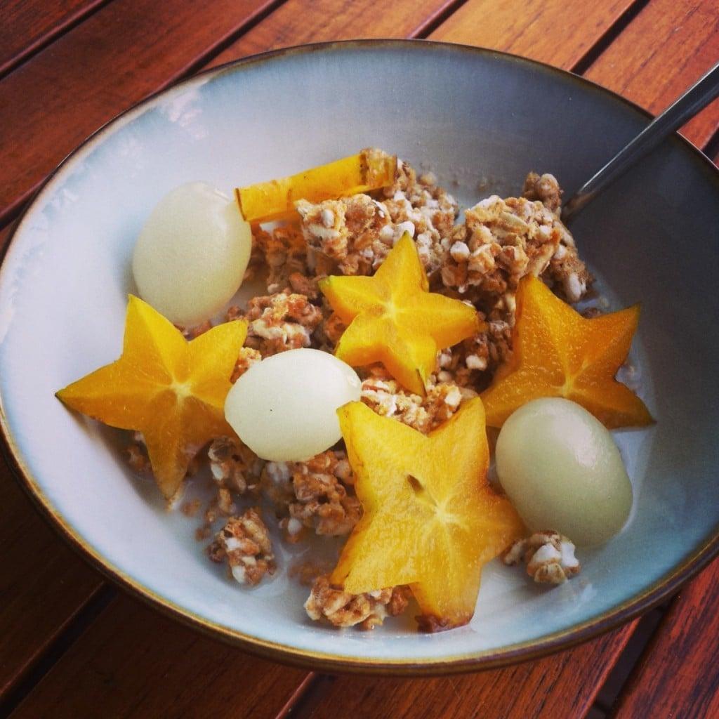 petit déjeuner sarrasin granola fruits